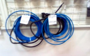 Греющий кабель на витрине магазина.